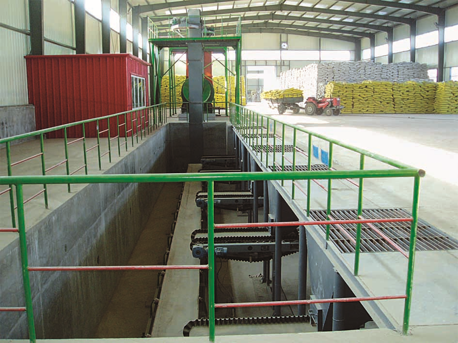 Belt scale batching fertilizer blending line